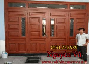 Thợ thi công lắp đặt cửa sắt giả gỗ đẹp