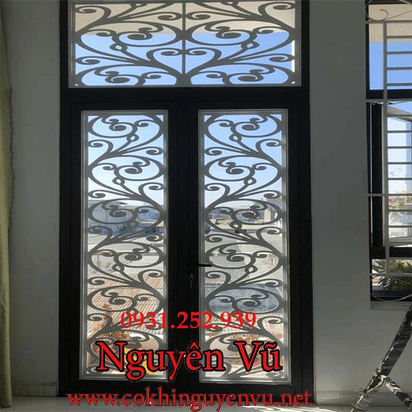 Làm khung sắt hoa sắt bảo vệ cửa sổ