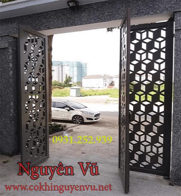2,Mẫu cửa cổng 4 cánh mở