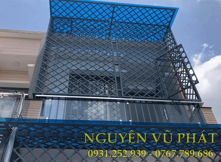 Thợ làm khung bảo vệ tại huyện Bình Chánh
