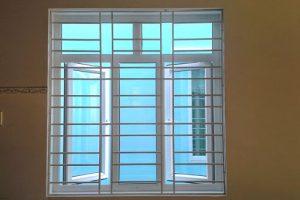 Cửa sổ nhôm kính khung bảo vệ sắt