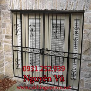 khung sắt bông bảo vệ cửa sổ chống trộm