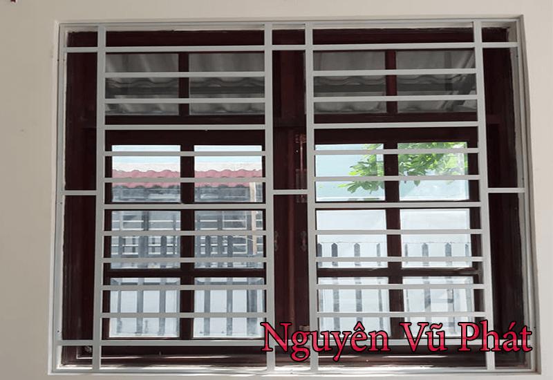 Làm khung sắt bông bảo vệ cửa sổ