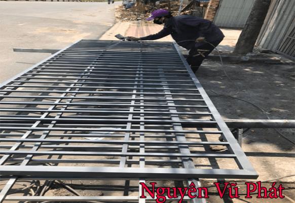 Thợ làm khung bảo vệ sân thượng