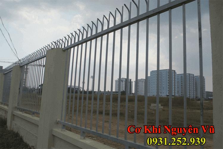 Hàng rào sắt chông sắt bảo vệ