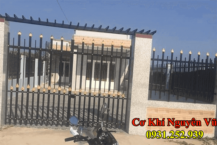 Hàng rào cổng rào sắt hộp đẹp đơn giản.