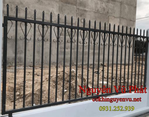 Hàng rào sắt đơn giản đẹp giá rẻ