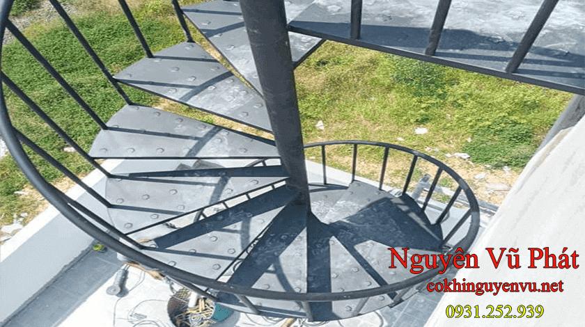 Cầu thang xoắn ốc ngoài trời