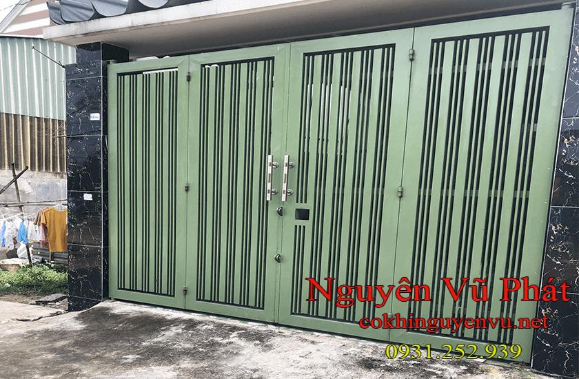 Thi công của cổng sắt 4 cánh tại Quận 9