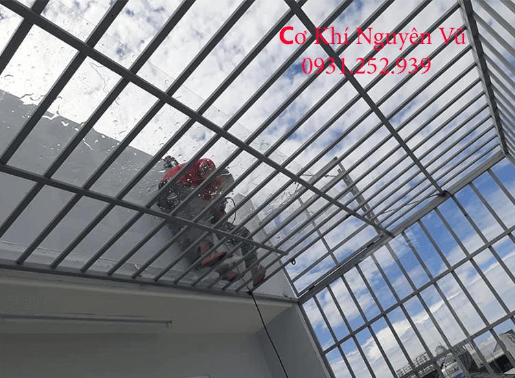 Làm khung bảo vệ sân thượng