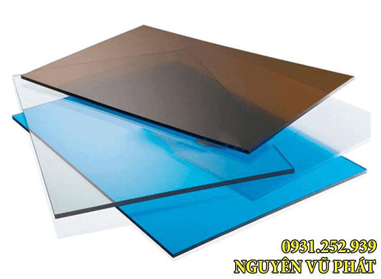 Mẫu màu tấm nhựa poly làm mái che lấy sáng dạng đặc ruột