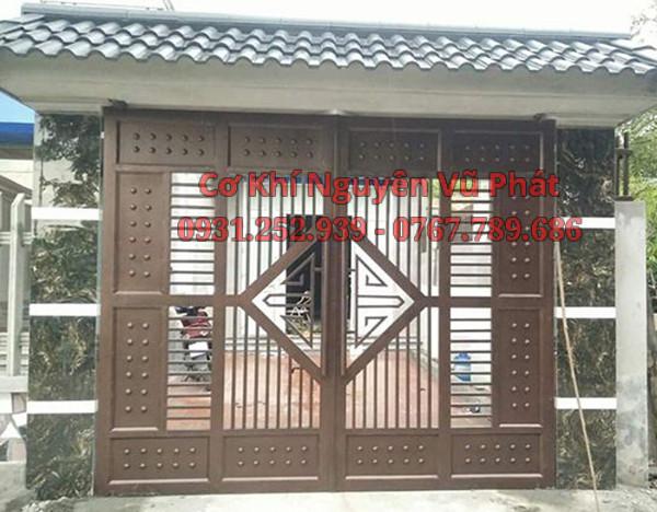 Làm cửa cổng sắt hộp giá rẻ đẹp