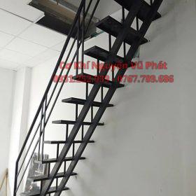 Thi công làm cầu thang sắt phòng trọ tại Quận 9