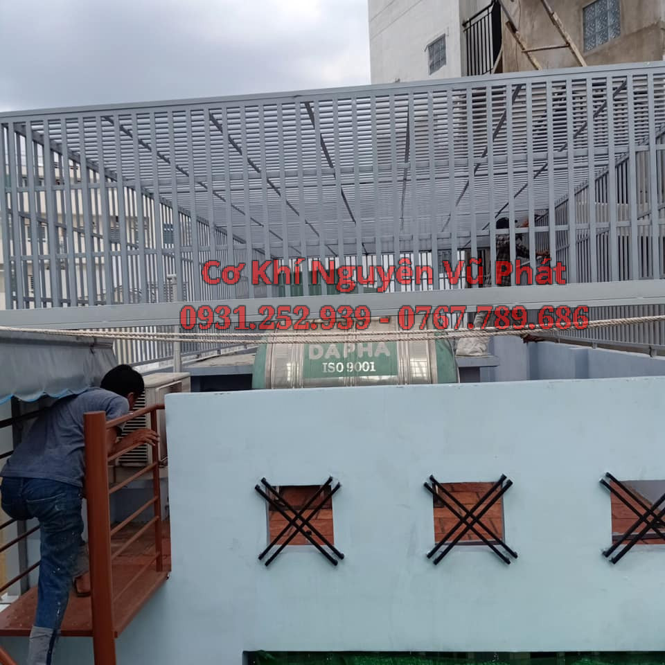 Lắp đặt khung sắt bảo vệ sân thượng tại Quận 9